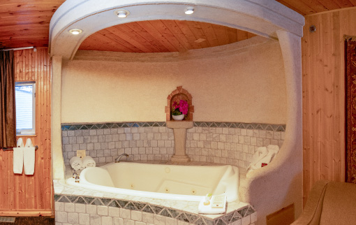 King Loft Suite Jetted Tub
